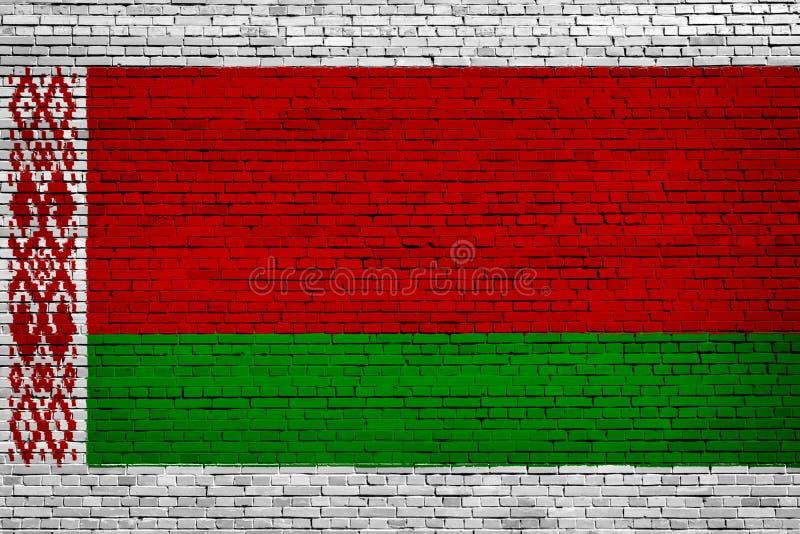Staatsflagge von Weißrussland auf einem Ziegelstein lizenzfreie abbildung