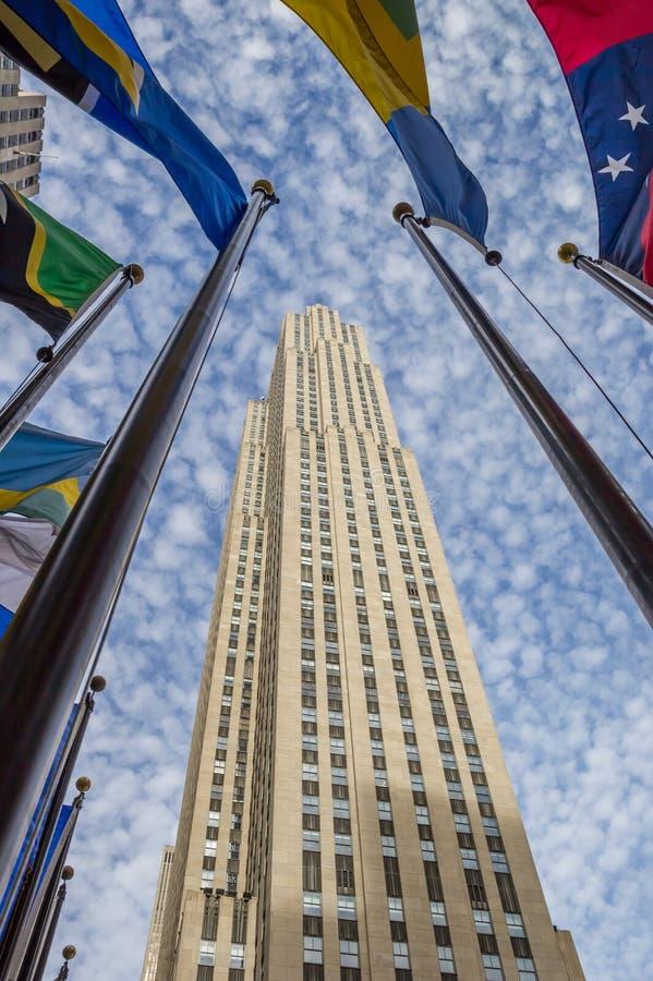 Staatsflaggen in Rockefeller-Mitte in New York lizenzfreie stockfotos