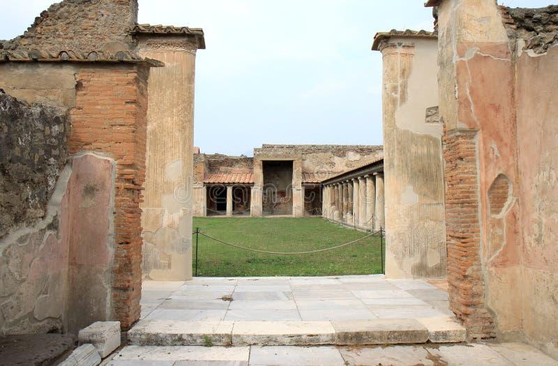 Stabian浴的入口在古老波纳佩,意大利 库存照片