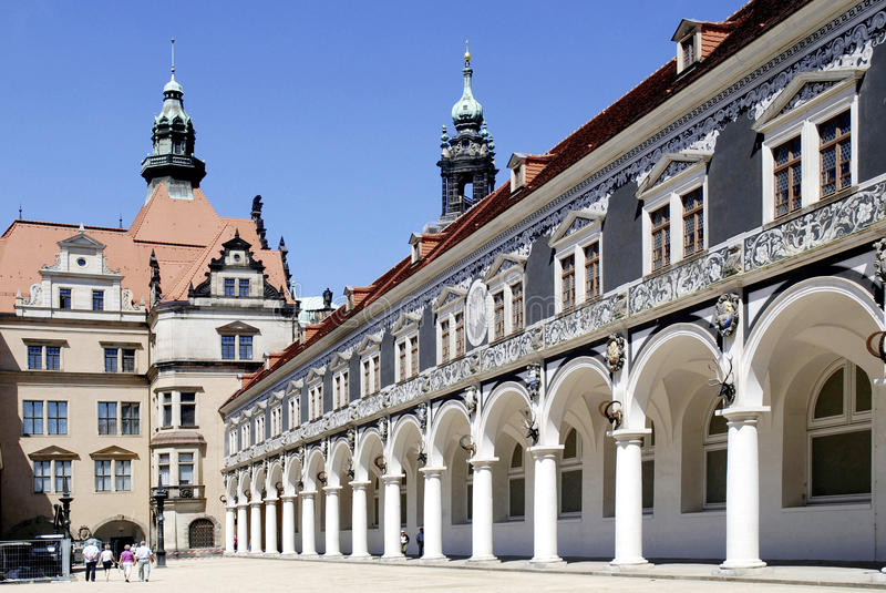 Stabil domstol i den bostads- slotten av Dresden royaltyfria foton