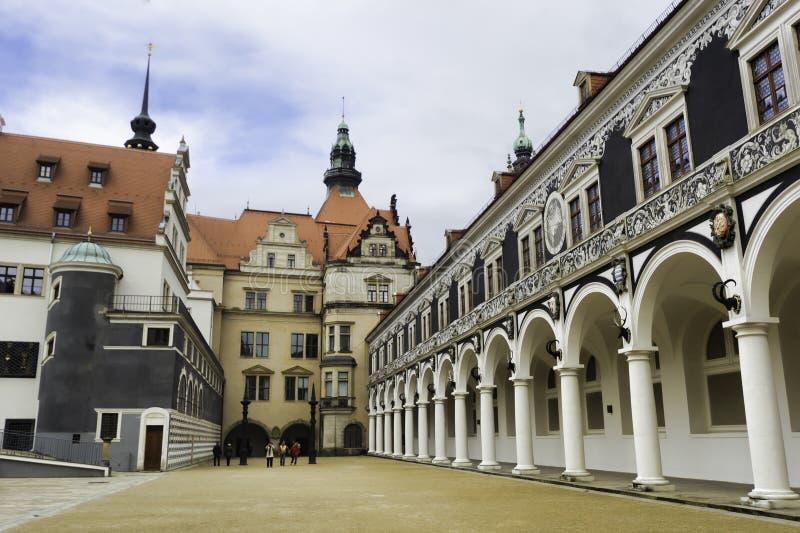 Stabil domstol i den saxiska Royal Palace av Dresden arkivbild