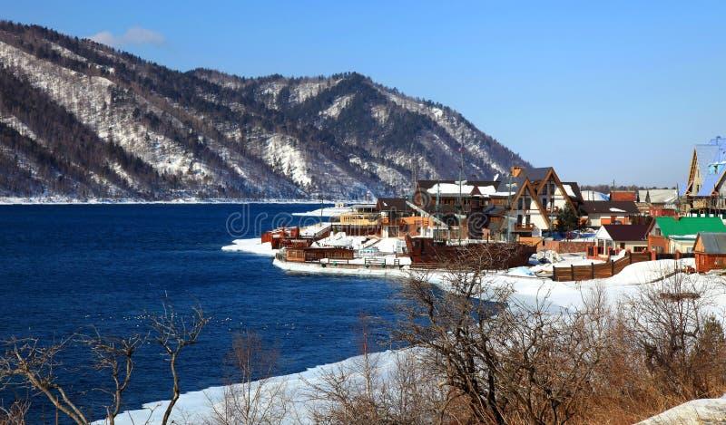 Stabilimento di Listvianka, lago Baikal, Russia. immagini stock libere da diritti