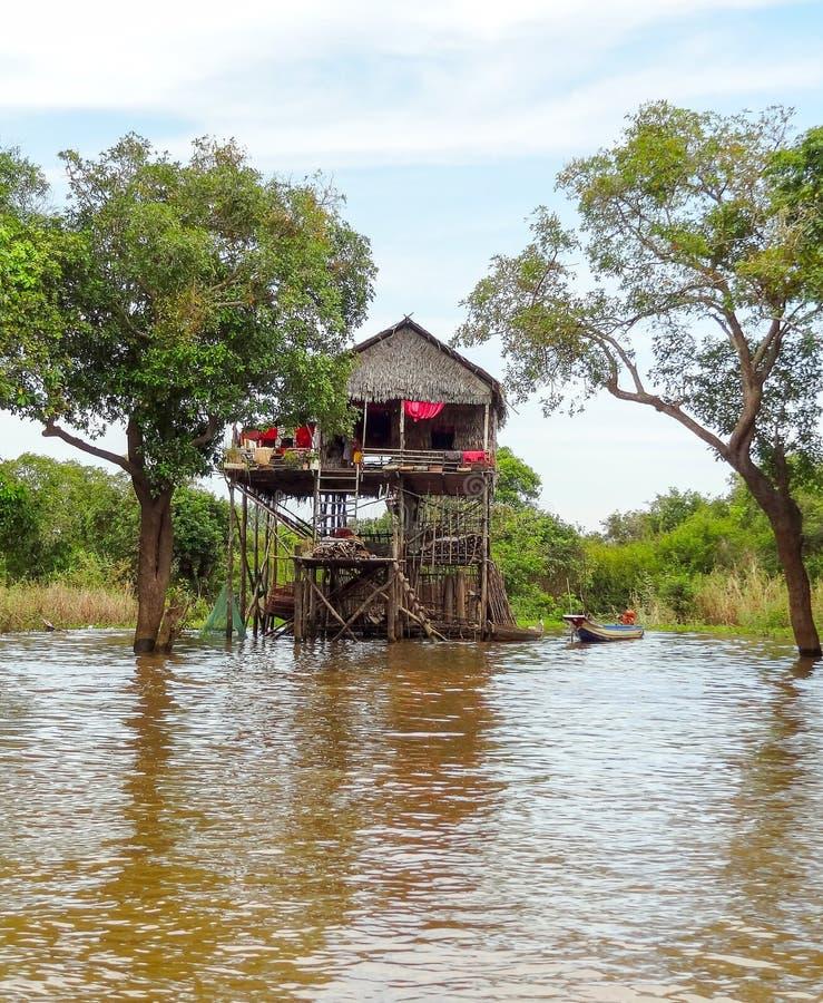 Stabilimento tradizionale al fiume Tonle Sap immagini stock