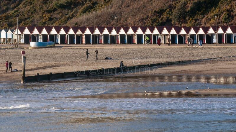 Stabilmento balneare a Bournemouth, Inghilterra, Regno Unito un giorno soleggiato immagine stock libera da diritti