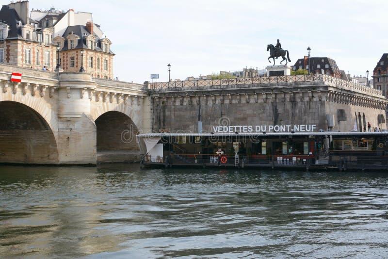 Stacja żeglugi morskiej na New Bridge w Paryżu zdjęcie stock