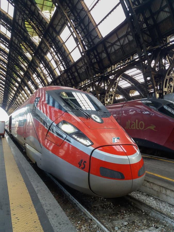 Stacje i przystanki kolejowe w Mediolanie obrazy stock