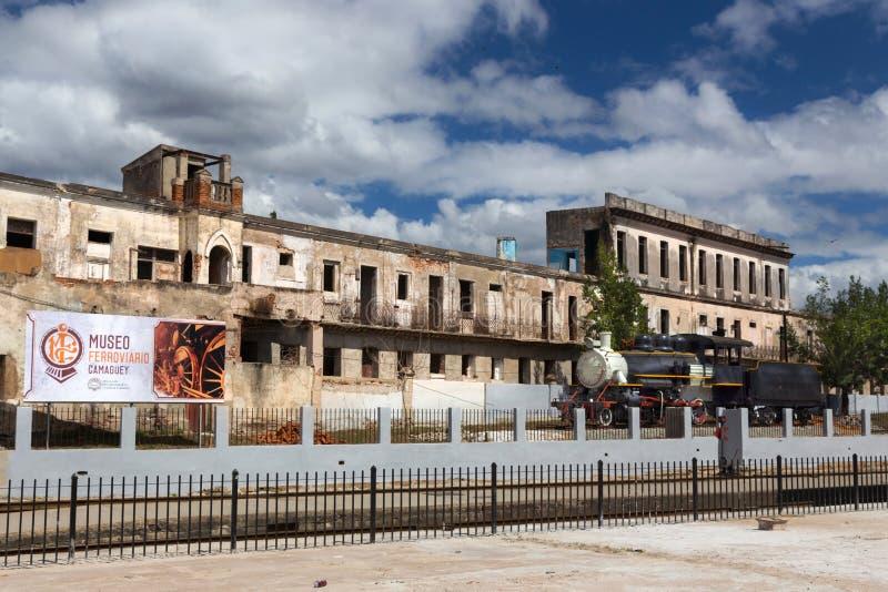 Stacji Kolejowej Parowej lokomotywy linii kolejowej Estradowy Samochodowy silnik Camaguey Kuba obraz royalty free