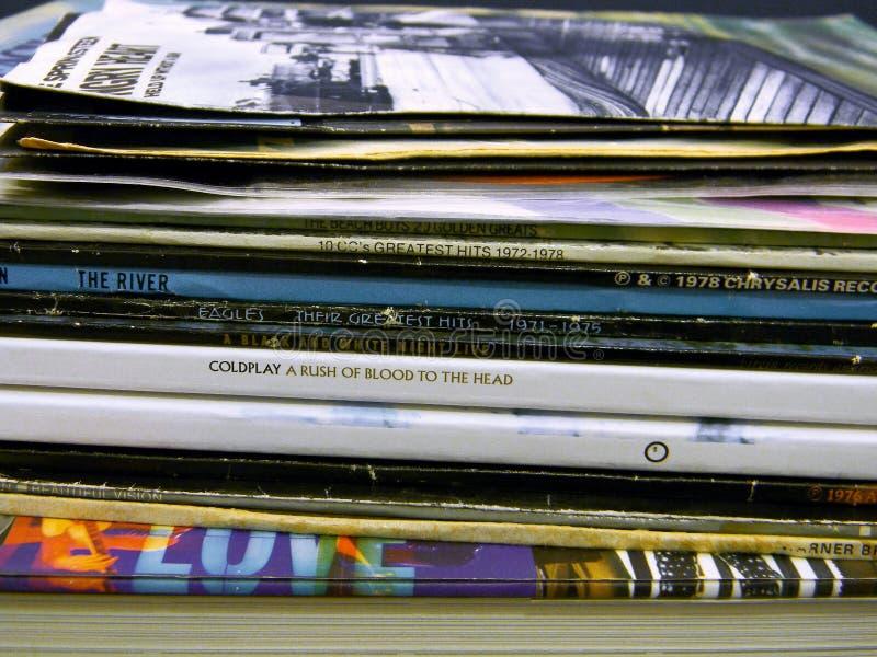 Stack di album di vinile LP immagini stock