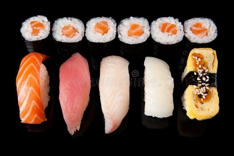 stacza się sashimi suszi obrazy stock