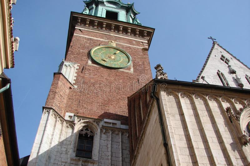 Stad †‹â€ ‹van Krakau Polen het landschap van moderne en oude Katholieke architectuur en monumenten van beeldhouwwerk stock foto
