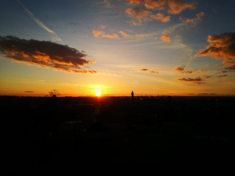stad över solnedgång fotografering för bildbyråer