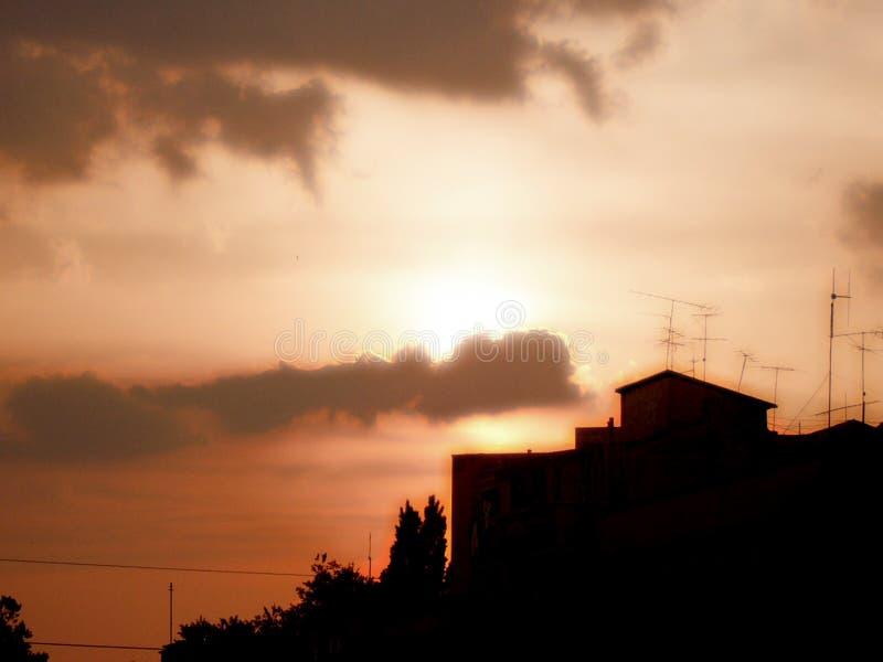 Download Stad över solnedgång fotografering för bildbyråer. Bild av solljus - 230725
