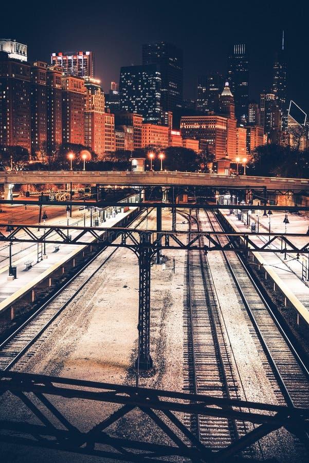 Stad av Chicago på natten arkivfoto