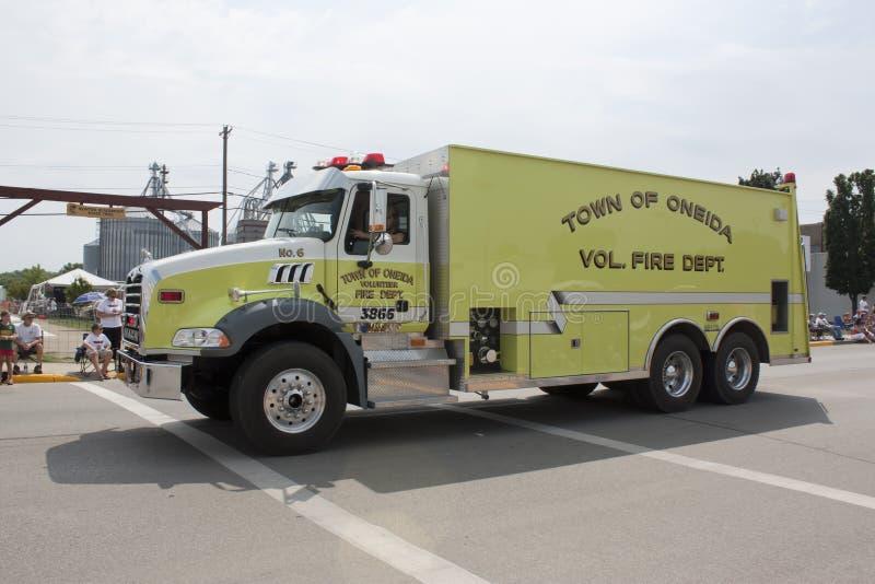 Stad av den Oneida Volunteer Fire Department Truck sidosikten arkivbild