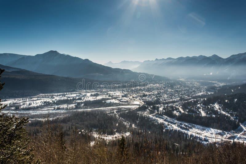 Stad av Fernie i vintern royaltyfria bilder