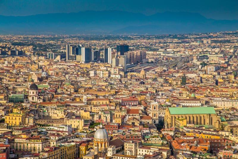 Stad av Naples på solnedgången, Campania, Italien royaltyfria bilder