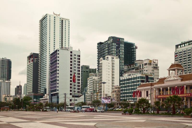 Stad av Nha Trang cityscape med höga byggnader och skyskrapor royaltyfri fotografi