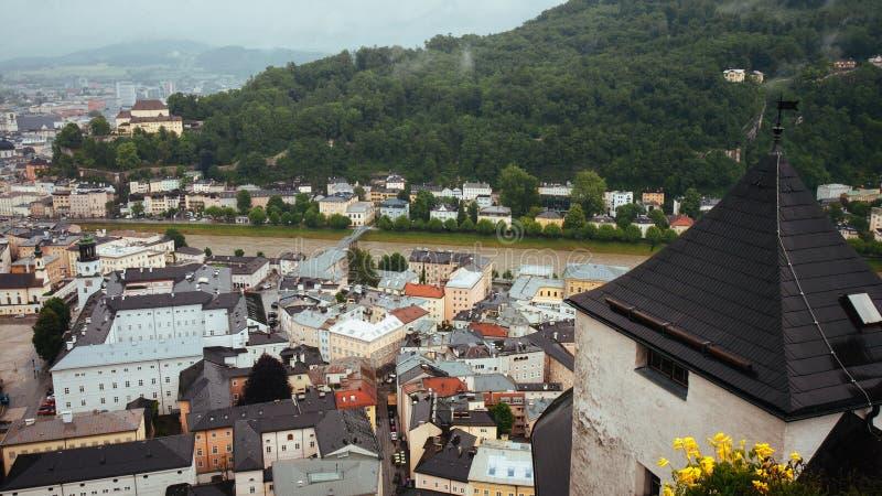 Stad av Salzburg och den Salzach floden royaltyfria foton