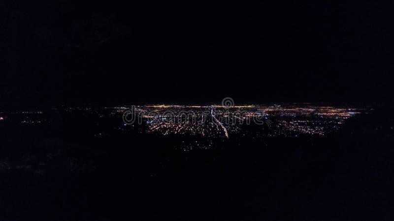 Stad bij nacht royalty-vrije stock afbeeldingen