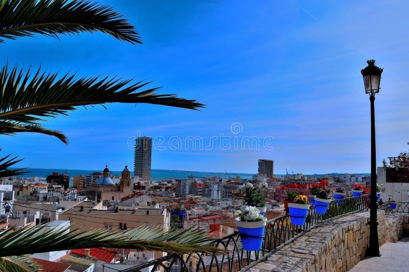 Stad blåa Alicante arkivbild
