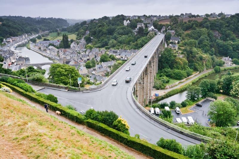 Stad Dinan en rivier Rance, Frankrijk royalty-vrije stock afbeeldingen