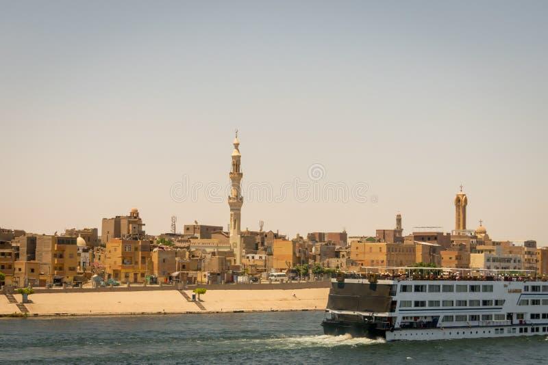 Stad en cruise op de banken van de Nijl Egypte April 2019 stock fotografie