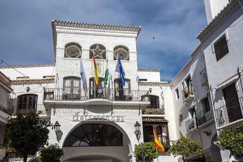 Stad Hall Architecture in de mooie toevlucht van Nerja in AndaluciaTown-Zaal stock afbeelding