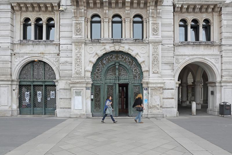 Stad Hall Entrance Trieste royaltyfri foto