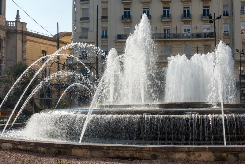 Stad Hall Plaza Fountain in Valencia Spain op 24 Februari, 2019 Niet geïdentificeerde mensen stock fotografie