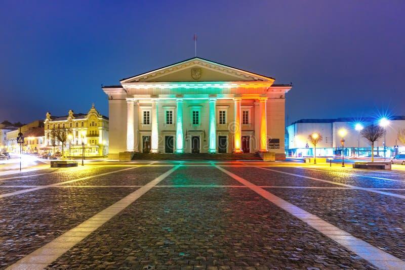 Stad Hall Square bij nacht, Vilnius, Litouwen stock fotografie