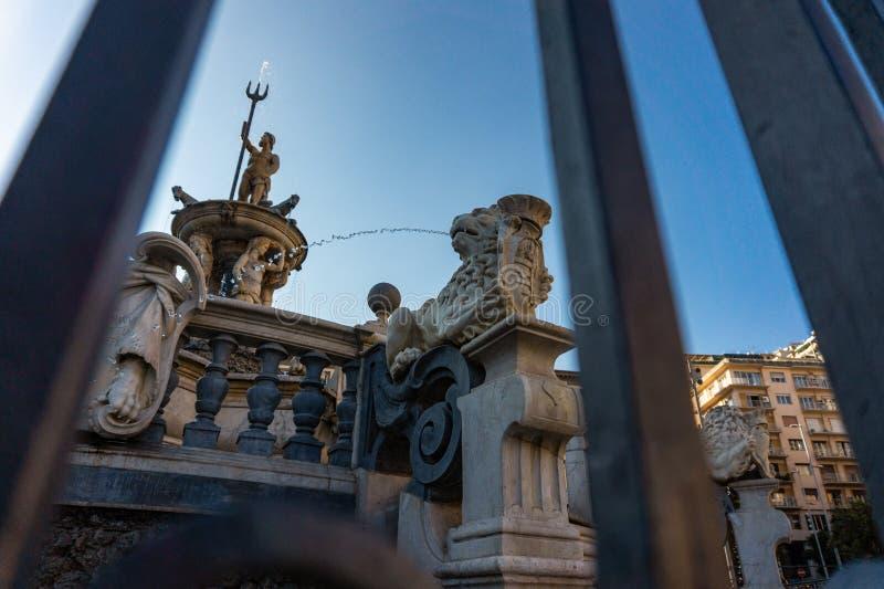 Stad Hall Square met de beroemde fontein van Neptunus op Piazza Municipio in Napels stock afbeelding