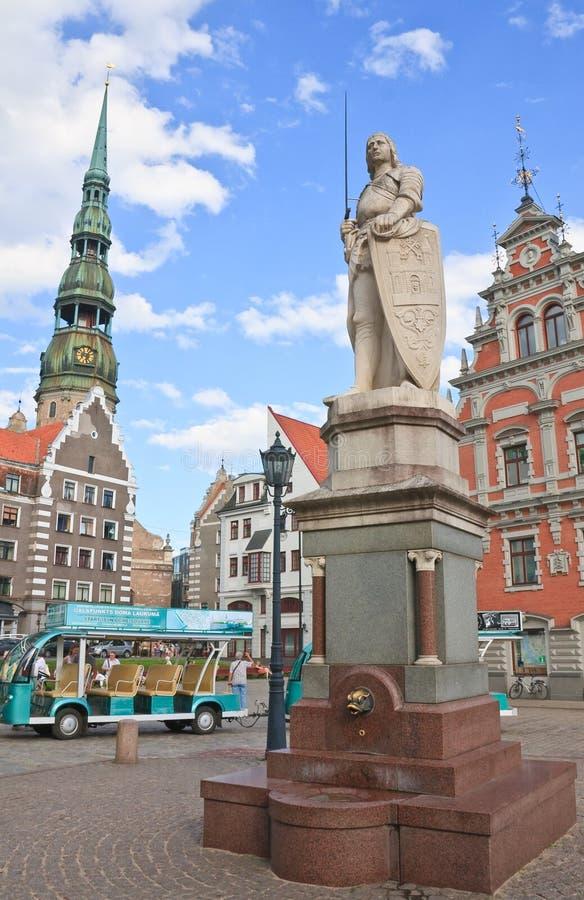 Stad Hall Square, statyn av Roland, Riga latvia arkivbild