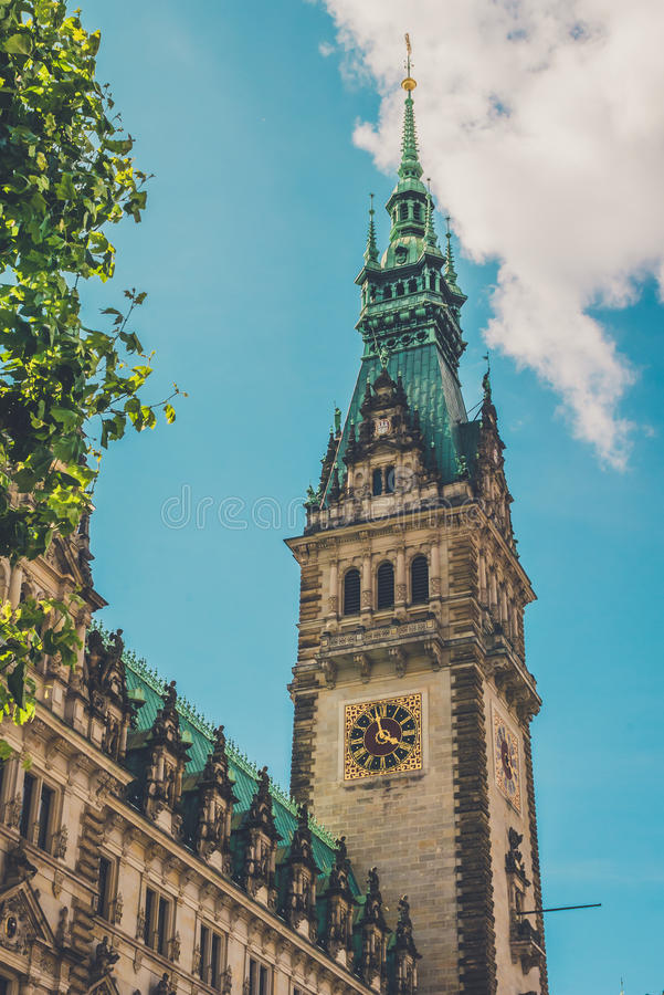 Stad Hall Tower Verticaal schot Hamburg, Duitsland royalty-vrije stock afbeelding