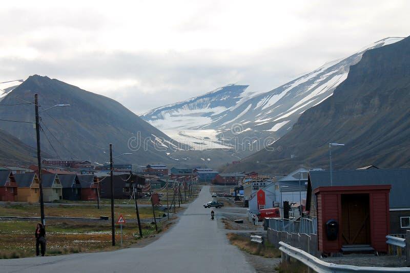 Stad Longyearbyen, Svalbard, Noorwegen en Longyearbreen royalty-vrije stock foto's