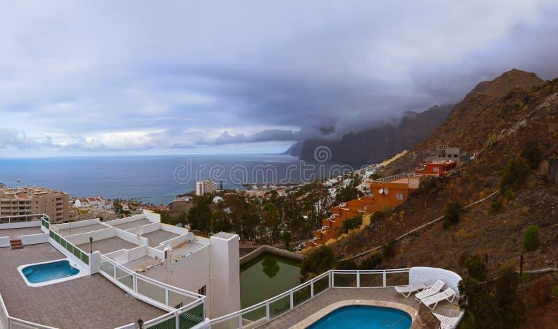 Stad Los Gigantes bij het eiland van Tenerife - Kanarie stock fotografie