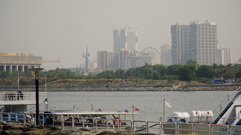 Stad met wolkenkrabbers en gebouwen Filippijnen, Manilla, Makati royalty-vrije stock afbeeldingen
