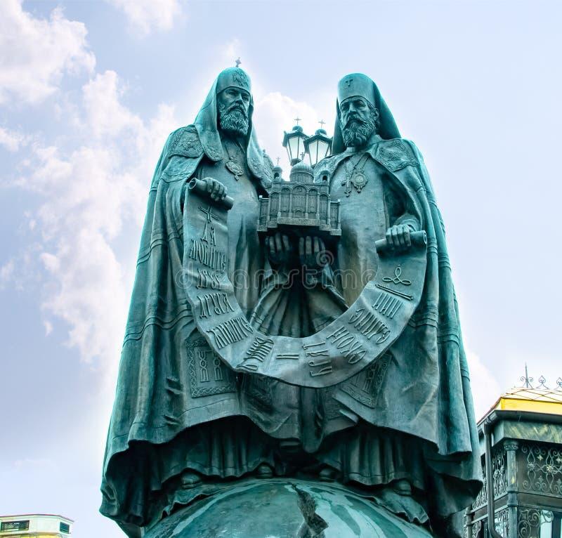 Stad Moskva Domkyrka av Kristus fr?lsaren, monument till storstads- Kirill p? domkyrkan av Kristus fr?lsaren Ryssland royaltyfri fotografi