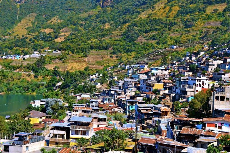 Stad op Meer Atitlan royalty-vrije stock afbeeldingen