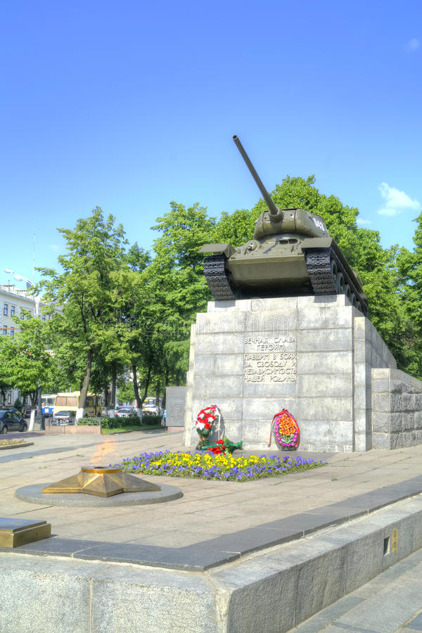 Stad Oryol Monument till tankfartygvärldsfyrkanten royaltyfri bild
