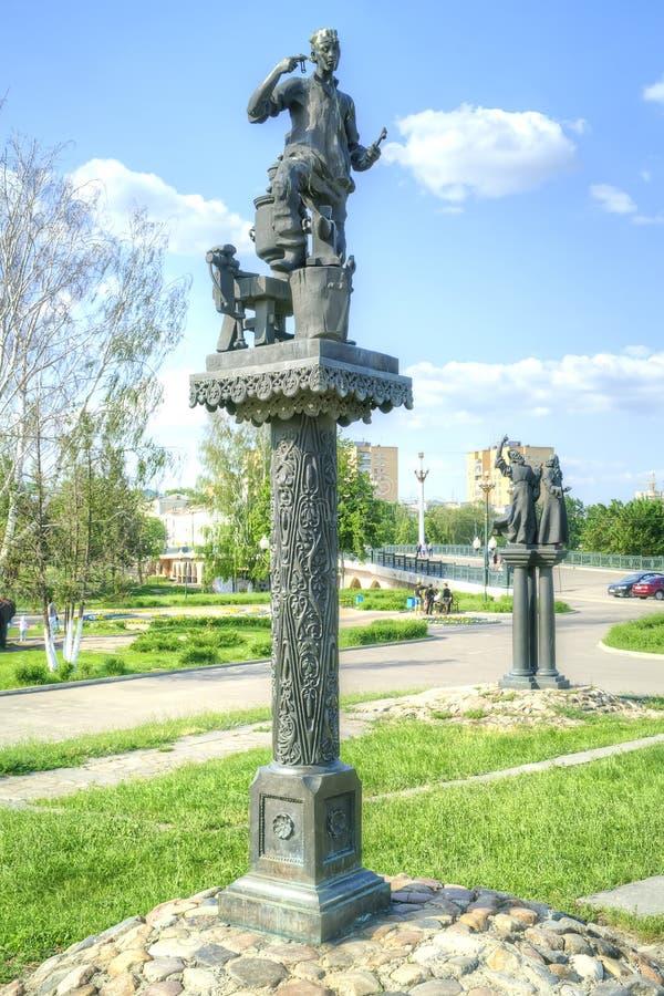 Stad Oryol Skulpturer av roller av författaren Nikolai Lesko fotografering för bildbyråer