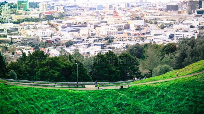 Stad over de berg royalty-vrije stock fotografie
