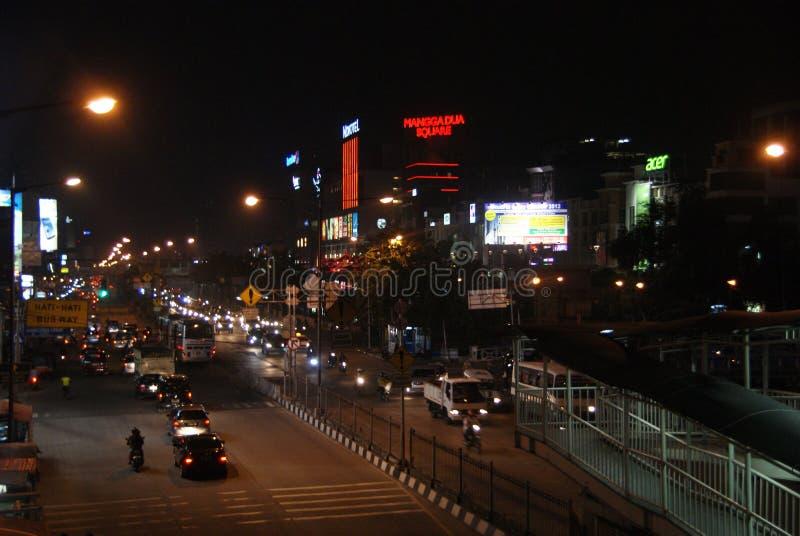 Stad på natten fotografering för bildbyråer