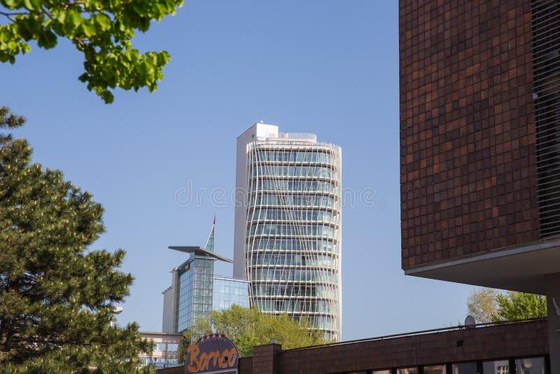 Stad Prague, Tjeckien Gammalt Prague centrum Gata och ny stilarkitektur April 24 Foto f?r 2019 lopp arkivfoto