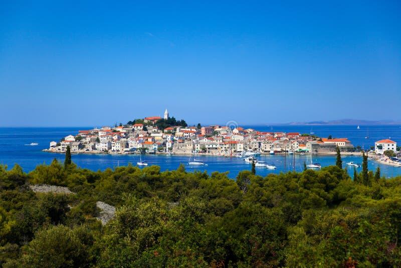 Stad Primosten in Kroatië stock afbeelding