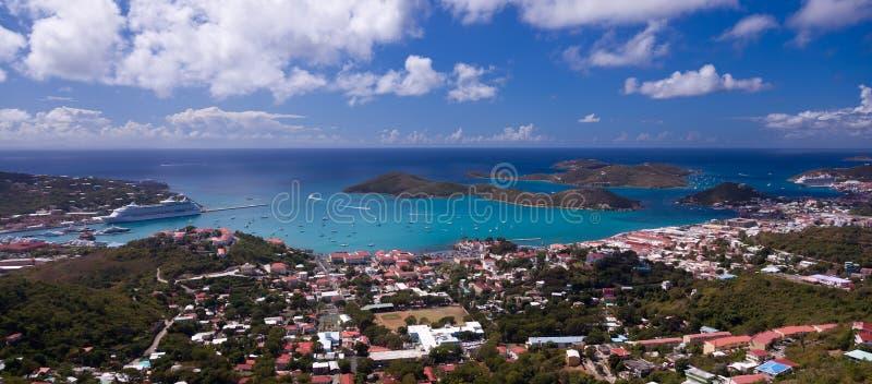Stad van Charlotte Amalie en Haven stock afbeeldingen