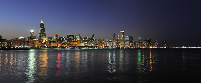 Stad van Chicago bij Nacht royalty-vrije stock afbeeldingen
