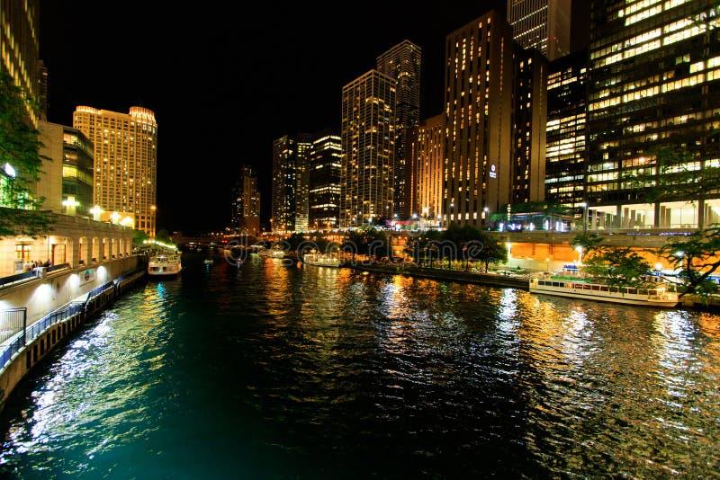 Stad van Chicago bij Nacht stock fotografie