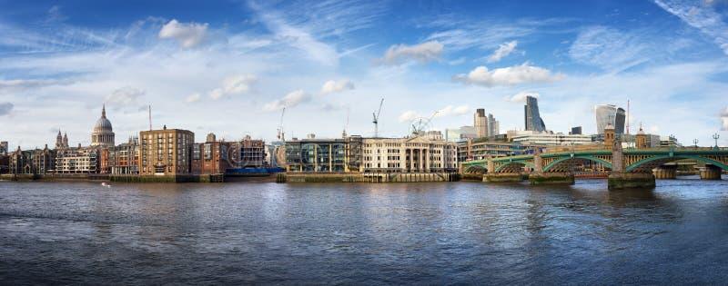 Stad van het panorama van Londen stock afbeeldingen