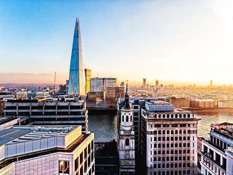 Stad van Londen met de Scherf stock foto's