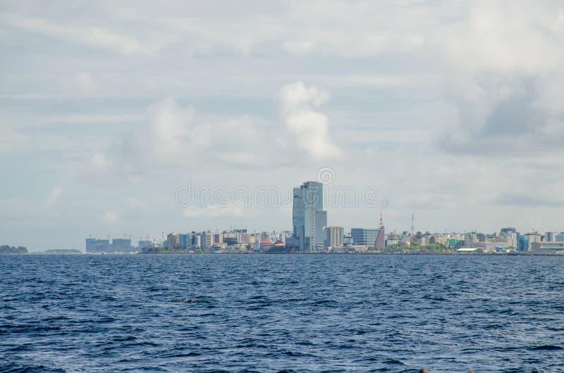 Stad van Mannelijk eiland van de mening van de Maldiven van de oceaan royalty-vrije stock foto's